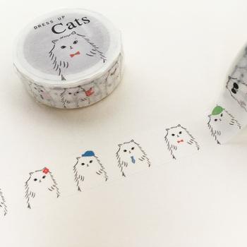 ついつい集めてしまうマスキングテープも、猫モチーフを選んでみませんか?おめかしコーデを楽しんでいる猫が次々と登場します。手帳やラッピングなど、いろいろな場面で活躍しそうです。