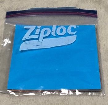 折り紙はジップロックで保管。サイズが丁度良く、袋が丈夫なのでメリット大!