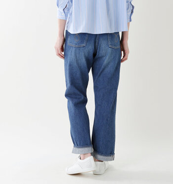 高めについたポケットがヒップアップ効果を生み出し、足が長く見えます。