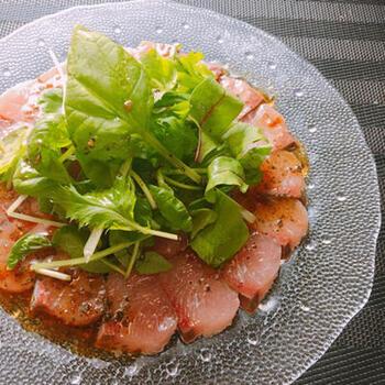 はまちは、洋風料理にも幅広く使えます。お刺身も、ドレッシングを合わせれば、おしゃれなカルパッチョに。お皿などに気を配れば、洋食コースの前菜などにもなります。