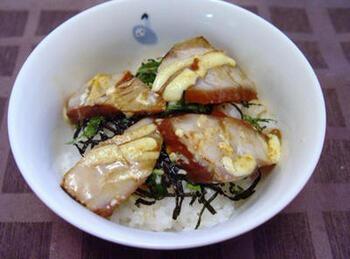 はまちを漬けにして、マヨネーズを塗ってバーナーで炙ります。香ばしさが生まれて味わい深い一品に。そのままおかずにもできますが、丼物にするのもいいですね。