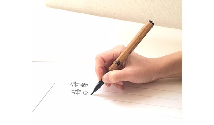 日記を書いたり、素敵な言葉を書き留めたり、字の練習をしたり、書くこと自体が趣味という方も多いと思います。ボールペンやシャープペンシルもいいですが、せっかくの趣味の時間!筆ペンでゆっくり字を書いてみてはいかがでしょうか。