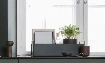 こちらは植物を入れるためのプラントボックスですが、ツールボックスとして使っても◎凹凸が少なく無駄のないデザインは、どんなお部屋にもマッチしますよ。