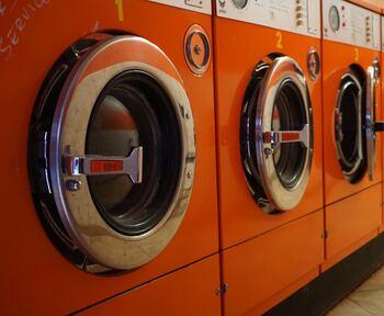 アイテムによっては水洗いOKの表示されているダウンもありますが、長くふわふわをキープしたいならは、基本的にはクリーニングがおすすめです。