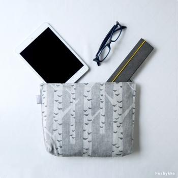 白樺をイメージしたデザインが素敵なマチ付きポーチ。バッグインバッグとして使用したり、旅行時の荷物の仕分けにも◎北欧デザインを身近に楽しめるポーチです。