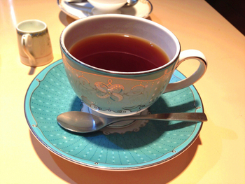 こちらのお店のコーヒーはサイフォン式。一杯ずつ丁寧に淹れるコーヒーは香り豊かでマイルド。おしゃれなコーヒーカップにも注目です。