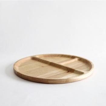 仕切りが付いているプレートは、主食やメイン料理、副菜などを分けて盛り付けることができるので、何をどこにどのように…と迷う必要がなく、簡単にワンプレートごはんができちゃいます。