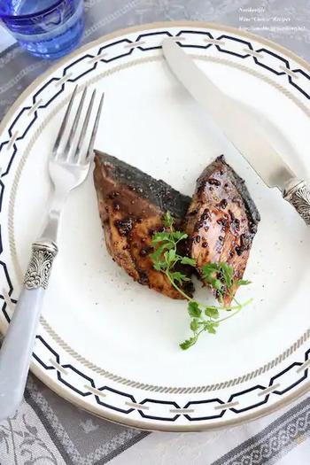 バルサミコと醤油の組み合わせは、とても上品な味わいでおすすめ。はまち(ブリ)にもぴったり合います。ソースをからめながら焼く際に、火を弱めて焦げ付かないようにするのがコツです。