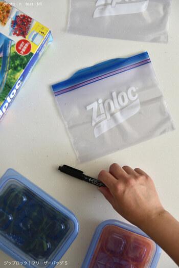 乾燥をキープしやすい保存方法は以下のとおり。  ① 密封できるフリーザーバッグに海苔を入れる ② よく乾物を買うときについてくる「乾燥剤」を一緒に入れる。 ③ このフリーザーバッグを、さらにもう一回り大きなフリーザーバッグに入れて二重に。そして、二重にした二枚目のフリーザーバッグも、しっかり封をしめる。  ※それぞれ、空気をしっかりと抜いて、余分な空気の隙間ができないようにしましょう。