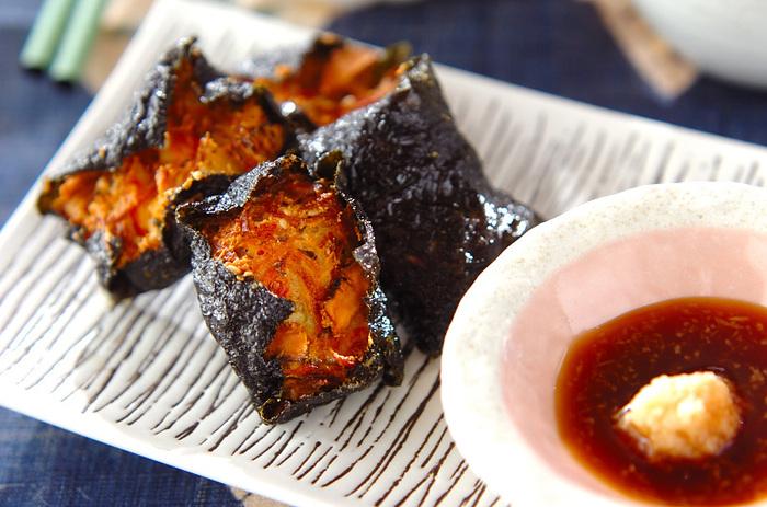 手づくりのがんもを海苔で包んで揚げた香ばしいひと品です。豆腐と野菜の優しい味わいを海苔がふんわりと包み込んでいます。すりおろした生姜とポン酢が良く合います。
