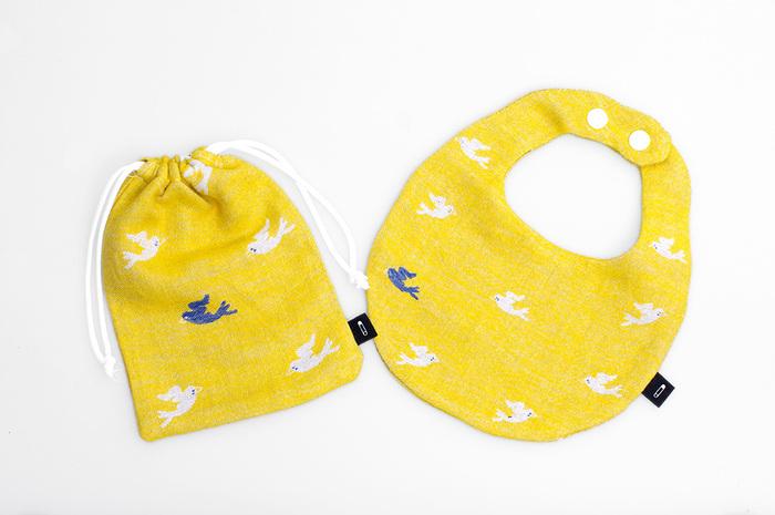 こちらは赤ちゃんのためのスタイと、お揃いの柄の巾着も作れるキットです。生地はコットン100%で、ホルムアルデヒド不使用のお肌にやさしい品質。糸も天然素材を使っています。赤ちゃんへのママの贈り物として、まずはこんなキットからチャレンジしてみてはいかがでしょうか?