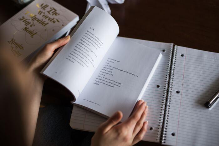 何から勉強したらよいのか迷ったら、ひとまず中学生レベルの参考書を見返してみましょう。この時、自分がどこまで理解していて、何を学ぶ必要があるのか自分のレベルを確認しながら見返す事が重要ですよ。テキストを見返した後に、参考書を一冊解いてみることをおすすめします。以外と覚えてない事って多いですよ。