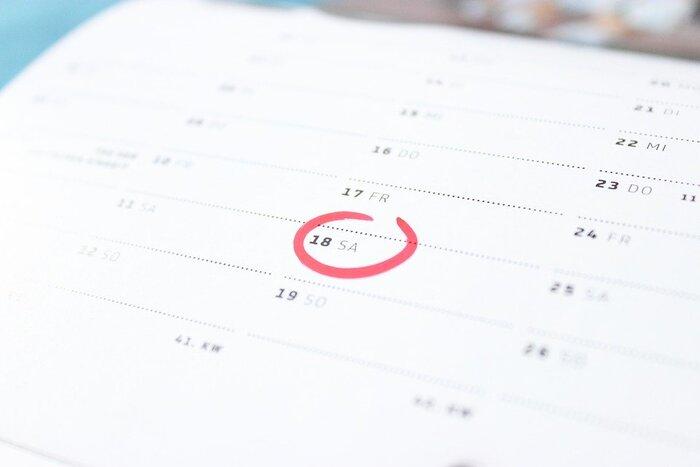 いつどんな不調を感じるのかという周期を知ると、生理前のつらい症状が予防しやすくなります。カレンダーにメモするなどして、自分の体のリズムと症状を把握してみてください。