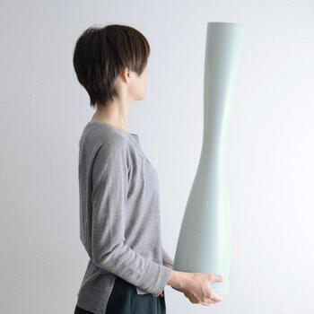 高さ80cmで存在感あるデザイン。北欧風の淡いカラーで、心和む空間を演出してくれます。