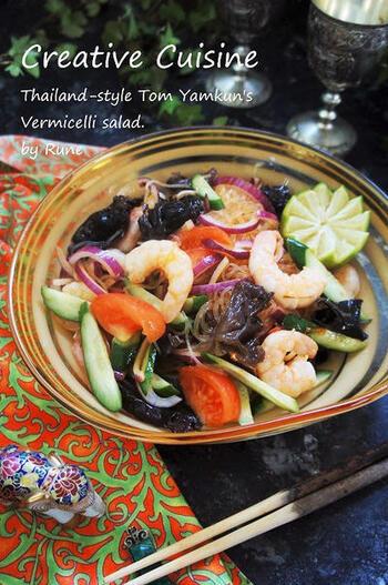 トムヤムクンの味のペーストを使った、春雨の焼きそば風。エビや野菜もたっぷりで、栄養のバランスがいいですね。