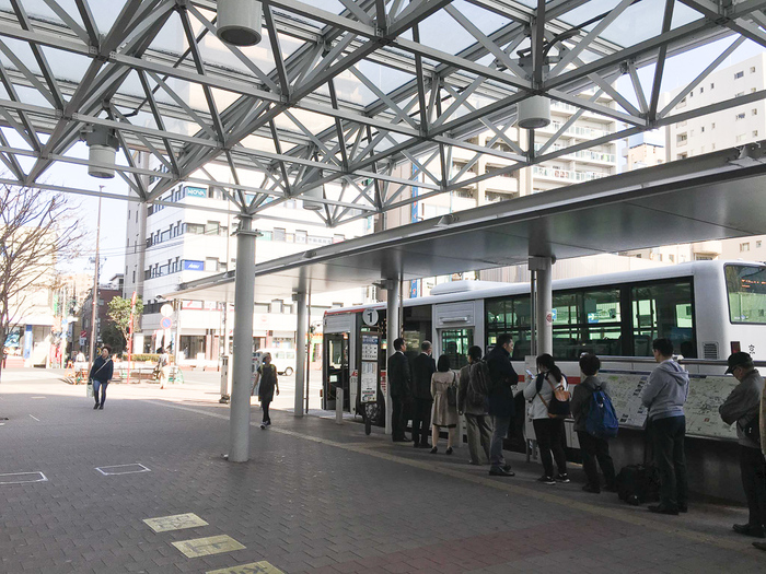 せっかく駅やバス停が近くても、運行本数が少ない、自分が動きたい時間に停車しないなど、希望に合っていなければ不便ですよね。 そうならないためにも、事前に最寄りの電車やバスの時刻表を確認しておくといいでしょう。