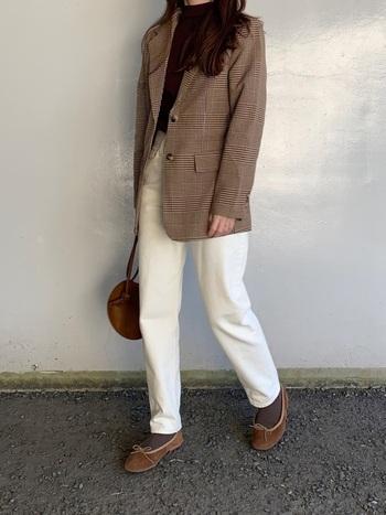 いつものコーデにクラシカルムードを。「チェックジャケット」の素敵な着こなし術