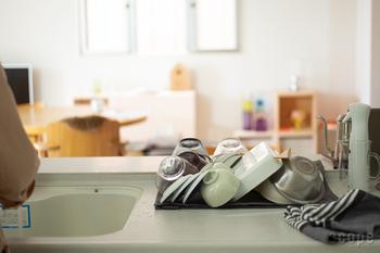 □ お米を計量する/お米を研ぐ □ 水切りカゴの中の食器を、食器棚へ戻す □ シンクに置きっぱなしのグラスを洗う □ 次の食事で使う食器を出しておく □ シンクの水滴を拭く  etc.