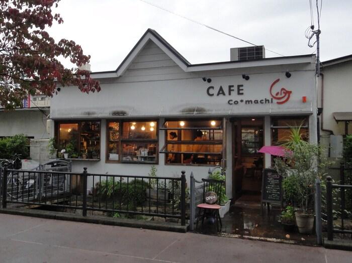 カフェコマチは、大阪梅田駅と、京都四条河原町駅を結ぶ阪急京都線「茨木市」駅近郊にある一軒家カフェレストランです。