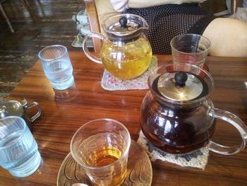 またガラスのポットにたっぷりと入れられた紅茶はデザートメニューとの相性が抜群です。