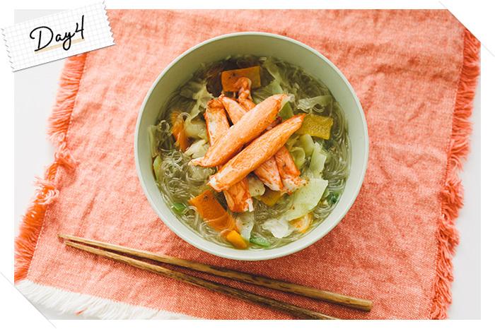 熊本の郷土料理「太平燕(タイピーエン)」。もともとは中国・福建省の料理だったものにアレンジが加わり熊本の定番麺メニューになったんだとか。低カロリーな春雨に具だくさんな野菜を合わせて食べるのでとってもヘルシー♪ダイエット中にもおすすめの一品です。