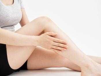 筋肉が硬くなったままだと上手く鍛えられない可能性があるので、まずは硬くなったお尻の横から脚の外側全体をマッサージやストレッチで柔らかくしていきましょう。お風呂上がりなど血行が良くなっている時にすると効果的です。