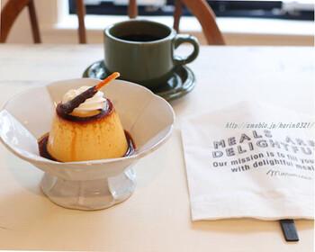ハンドドリップコーヒーや、クローブ/シナモン/カルダモンなどが効いたスパイスホットコーヒー、自家製ジンジャーエールなど・・・素敵なセンスのカフェメニューがずらり。  デザートもまた、素敵なものばかりです。こちらの「カスタードプディング」はインスタ映えもしっかり◎。