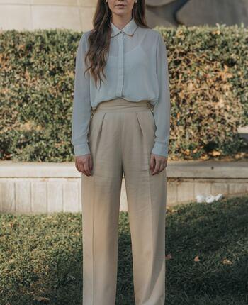 上品で洗練されたファッションは誰だって憧れるもの。凛としている女性がいつも心がけているのは、清潔感のあるファッション。「おしゃれ」と「身だしなみ」の違いをきちんと理解していること。