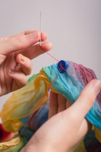 裁縫道具の針は、消耗品。そのうち折れたり曲がったり、気付かぬうちに錆びて使えなくなることもあります。 そんな用済みの針を、普段どのように処分していますか?