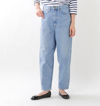 Leeのデニムは、その名を全米に知らしめた革新的な作業服を思い出させるような、朴訥としていて、どこかニュアンスのある風合いがどのデニムにも感じられるのが特徴です。