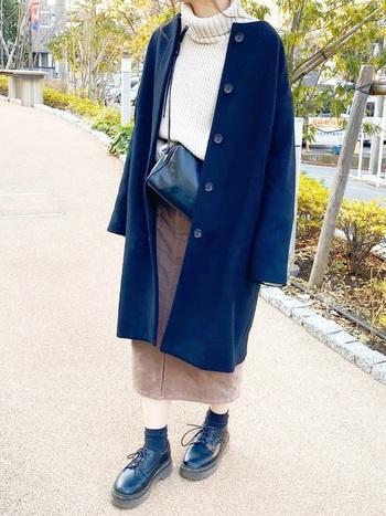 オフィスカジュアルにぴったりなタイトスカートはGUでゲット♪カラーも冬らしくて素敵ですね。