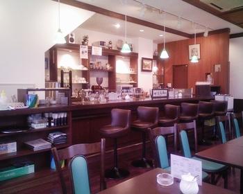 上野駅や稲荷町駅から徒歩10分の場所にある、隠れ家的な喫茶店です。合羽橋も近いため、お買い物や観光途中にふらりと立ち寄りたくなる、アットホームな喫茶店です。