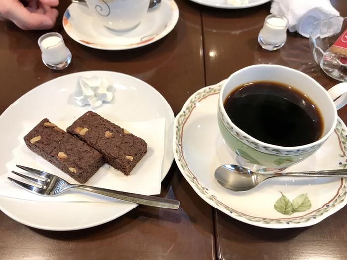 コーヒーによく合うスイーツも用意されています。濃厚でありながら甘すぎない美味しさが人気のブラウニーは、コーヒーとの相性も抜群です。まったりとした気分に浸りたい時に訪れたい上野の喫茶店です。