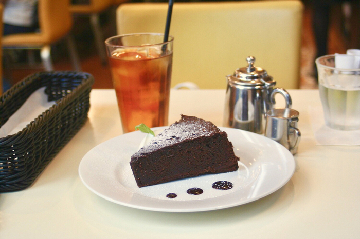 パンダスイーツ以外にもガトーショコラやティラミス、レアチーズケーキなどたくさんの種類のケーキが揃っています。お得なケーキセットはコーヒーの他紅茶やウーロン茶も選べますよ。