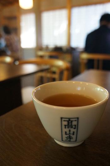 あたたかなお茶も香り良く、スイーツとの相性はばっちりです。和の空間でゆっくりとした時間を過ごせる上品な喫茶店です。