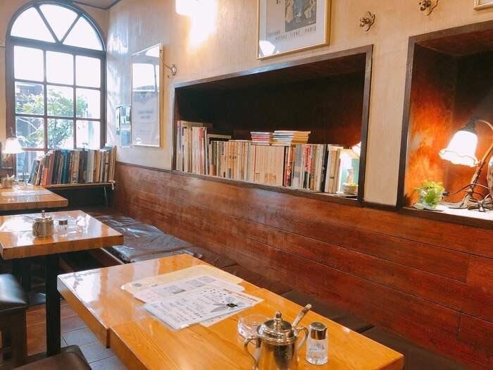 「珈琲店 桂」は上野に2店舗ある人気の喫茶店です。台東区役所西横店は上野駅からほど近く、アクセスが良いため利用しやすい喫茶店です。平日は7時半からやっているので、モーニングで利用するオフィスワーカーも多いですよ。