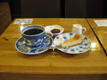 シンプルながらも癖のないコーヒーは、食後にもぴったりです。チーズケーキなどデザートもセットにすると満足度も高まりますよ。
