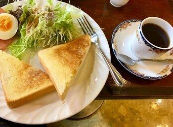 モーニングサービスはコーヒーなどに+100円、200円で朝食に丁度良いボリュームのトーストやサンドイッチがつけられます。朝からしっかり食事が楽しめる喫茶店です。