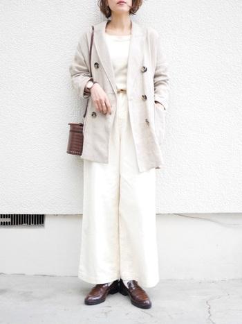 ビッグシルエットのテーラードジャケット×ワイドパンツは、きちんと見えるのにしっかり抜け感のあるコーデ。オフィスカジュアルにもおすすめです。