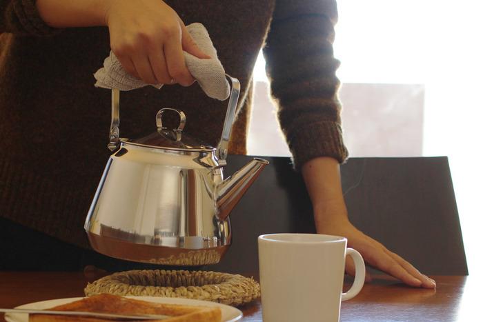 例えば直接茶葉を入れて沸かして茶渋が付いても、ステンレス製であればストレスなく汚れを落とすことが出来ます。日常的にお茶をたくさん楽しんでいる方に特におすすめです。もちろんドリップもしやすいので、コーヒー派の方にもどうぞ。