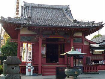 毎年2月8日にこのお堂で行われる「針供養会(はりくようえ)」は、多くの人々で賑わう年中行事。供養塔の前では厳かな法要が営まれ、参拝者は法要堂内に設けられた豆腐に針を刺して祈りを捧げます。 【住所】東京都台東区浅草2-3-1 【アクセス】東京メトロ銀座線・浅草駅より徒歩5分 ほか