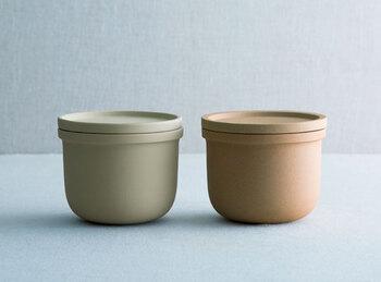 内側が施釉、無釉の二種類から選べる保存容器です。お塩用、お砂糖用と使い分けて購入しよう。