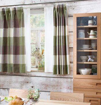 ナチュラルテイストのお部屋には、カジュアルな雰囲気が可愛いチェック柄のカーテンもおすすめです。こちらの〈Pacific(パシフィック)〉のカーテンは、インパクトのある大きめのチェック柄と、温かみのある色使いがおしゃれな雰囲気です。