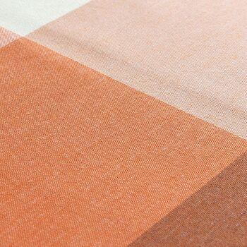 落ち着いた印象のブロックチェック柄は、ナチュラルな木製家具やアンティーク家具とも合わせやすく、様々なコーディネートが楽しめます。色によって印象が大きく変わるので、季節ごとにカーテンの色を変えてみるのも楽しいですよ。