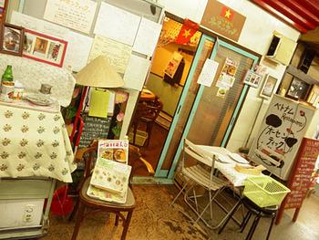 """まずはじめにご紹介するのは、日本で最も古い地下商店街""""浅草地下街""""の中にある「オーセンティック」です。この地下街には美味しいと評判のお店が他にも多くありますが、こちらのお店はその中でも特に人気のお店なんです!"""