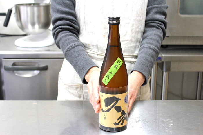 「個人的な好みですけど、野菜のシフォンは作らないんです。でも日本酒が大好きなので、和風サバランのようなシフォンケーキを出すことも。高知の四万十川の伏流水で仕込んだ、純米吟醸生酒〈久礼〉をたっぷり染み込ませていておいしいですよ。」 とお茶目に笑う愛子さん。おいしい味をとことん追求・表現できるのは、好きだからこそ。