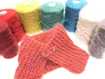Kid mohair (キッドモヘア)から、好きな色を選んで、2本取りガーター編みのプチマフラーを作ります。