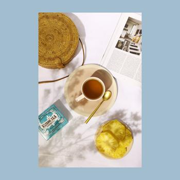 ロシアとフランスが香る、風味豊かな「クスミティー(KUSMI TEA)」。スタイリッシュな缶のパッケージデザインで、華やかなティータイムを演出してくれますよ。