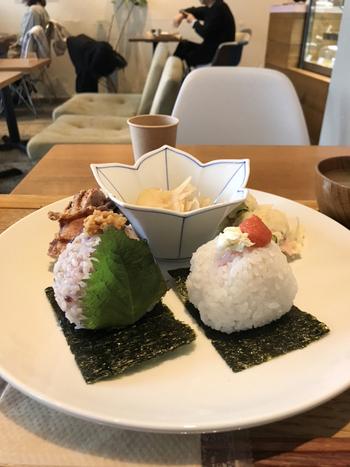 こちらのお店では長野県佐久産コシヒカリを使っているそうです。秋田や新潟のお米も美味しいですが、こちらで使うお米も「お米の食味ランキング」で最上級の特Aランクを獲得したのだとか。