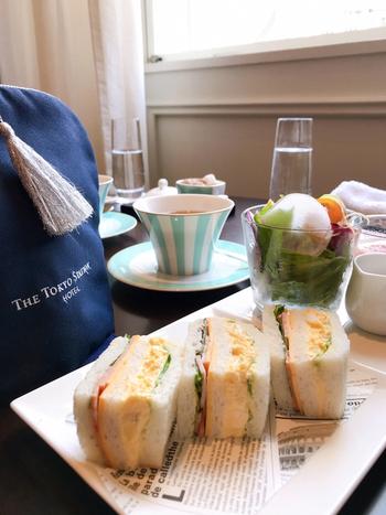 朝食は2種類あり、こちらはサンドイッチやサラダ、オーガニックジュースなどを手軽にいただける「クイックライトモーニングセット」です。